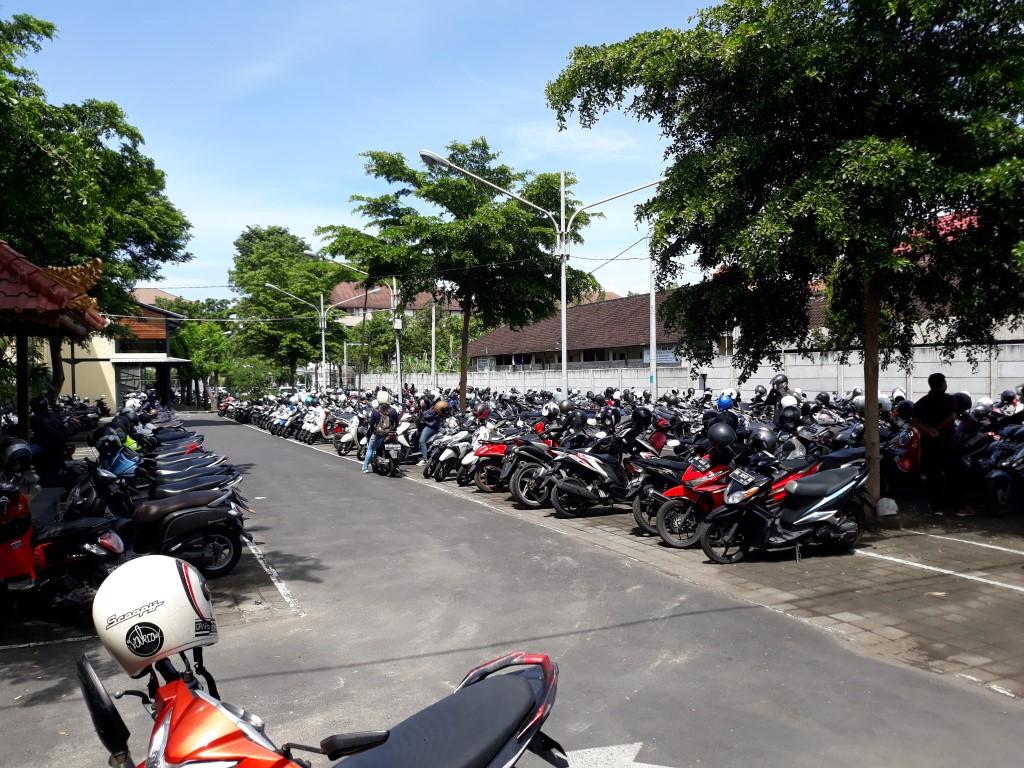 Area Parkir yang Luas